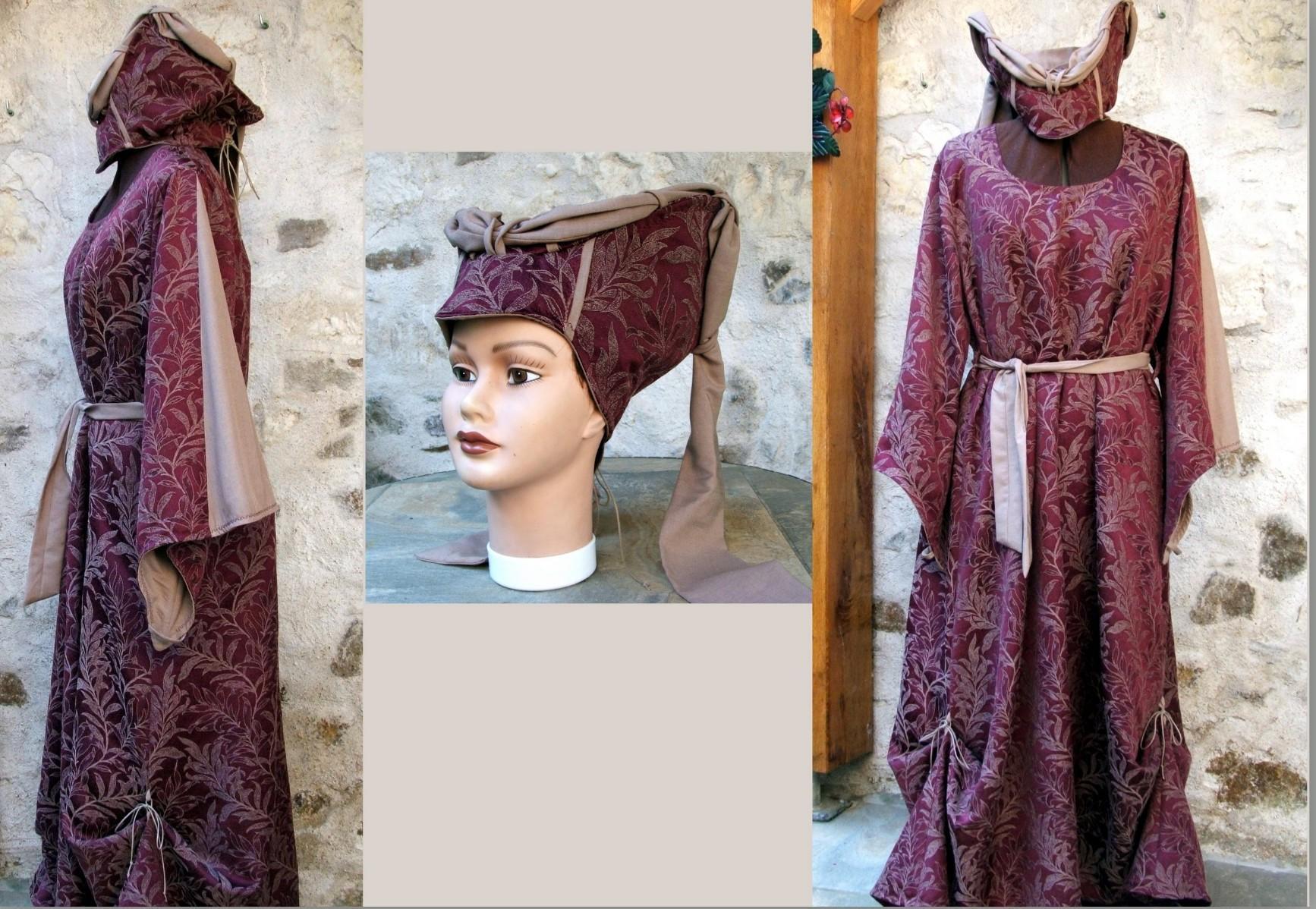 Robe médiévale avec escoffion