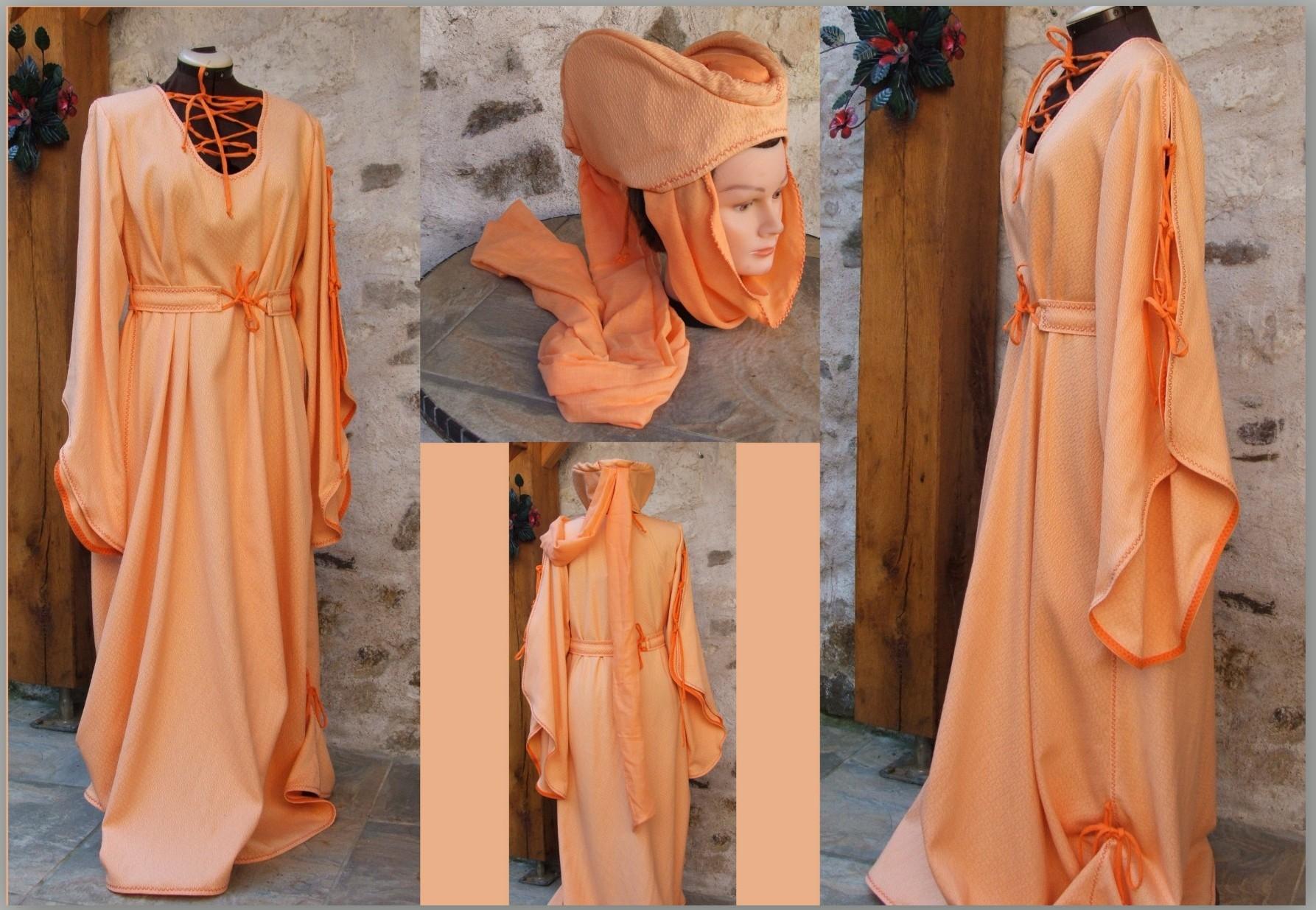 Robe médiévale avec escoffion.