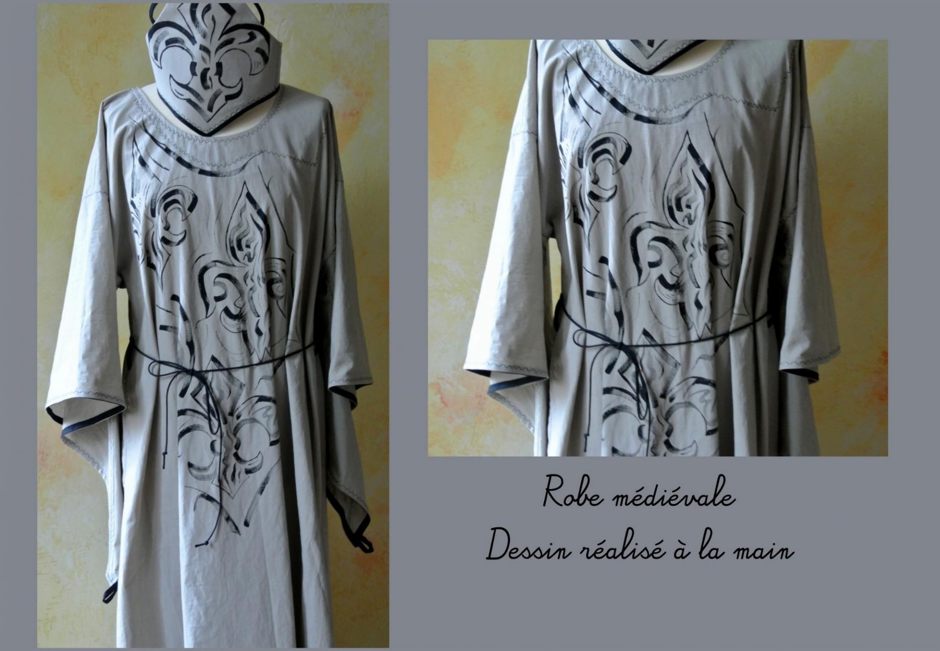 Robe médiévale peinte